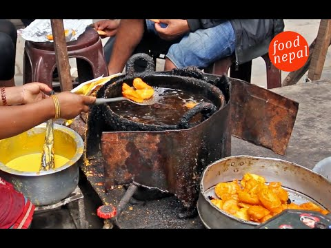 (Potato Pakoda (आलु पकौडा) Crispy Aloo Pakoda Street Food Kathmandu - Food Nepal - Duration: 2 minutes, 51 seconds.)