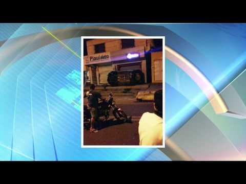 ÁGUA BRANCA-PI: Homem perde controle de carro e bate em porta de loja