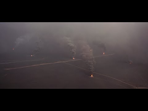 In 1991, the Iraqi army set fire to over 500 oil wells in Kuwait. This is what the fires looked like in 70mm film.