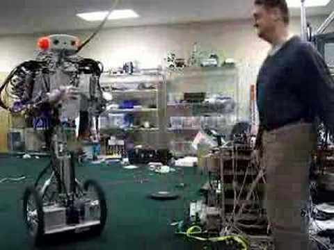 Progressi della tecnologia un robot che prende al volo e for Costruire un biliardo