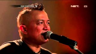 Video The Fly Feat. Ipang Lazuardi - Roll With It (OASIS Cover) MP3, 3GP, MP4, WEBM, AVI, FLV Januari 2019