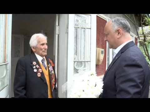 Игорь Додон вручил Орден Республики двум ветеранам из Бельц