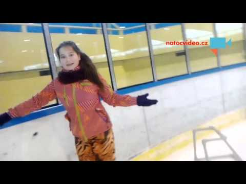 Deniska bruslí