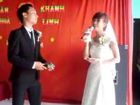 Cô dâu và Chú rể hát song ca Cơn mưa tình yêu tại đám cưới