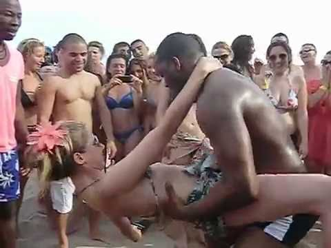 CRIOLA BEACH FESTIVAL, 2012: Party very hot dancing Kuduru, Afro-house on the beach!