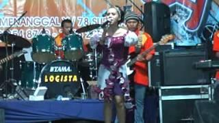 OM.  SANTANA feat Dwi Ratna ( jangan dendam) live menanggal surabaya