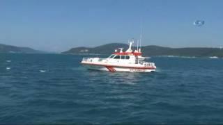 Sarıyer Tarabya'da direksiyon hakimiyetini kaybeden bir sürücü otomobiliyle denize uçtu. Sahil güvenlik ekipleri tarafından çıkarılarak kalp masajı yapılan yaralı sürücü İstinye Devlet hastanesine kaldırılırken ekiplerin çalışması devam ediyor.============================Türkiye Gazetesi YouTube Kanalına Abone Olmak İçin:► http://bit.ly/Turkiye-GazetesiTürkiye Gazetesi Resmi Web Sitesi► http://www.turkiyegazetesi.com.trTürkiye Gazetesi Sosyal Medya Adresleri► https://facebook.com/turkiyegazetesi► https://twitter.com/turkiyegazetesi► https://plus.google.com/+turkiyegazetesi► https://instagram.com/turkiyegazetesicomtrTürkiye Gazetesi Haber Akışı► http://www.turkiyegazetesi.com.tr/rss/rss.xml