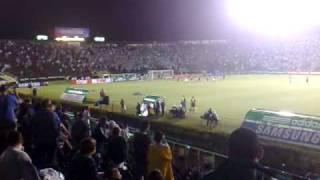 Depois de perder nos pênaltis para o Atlético-GO na Copa do Brasil, os torcedores palmeirenses pedem pro goleiro Marcos bater...