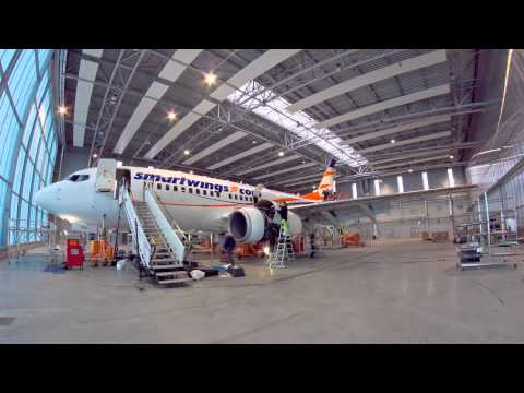 Timelapse – wymiana podwozia Boeinga 737-700 w bazie technicznej LineTech Aircraft Maintenance