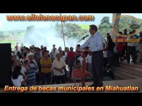 Entrega de becas municipales en Miahuatlan