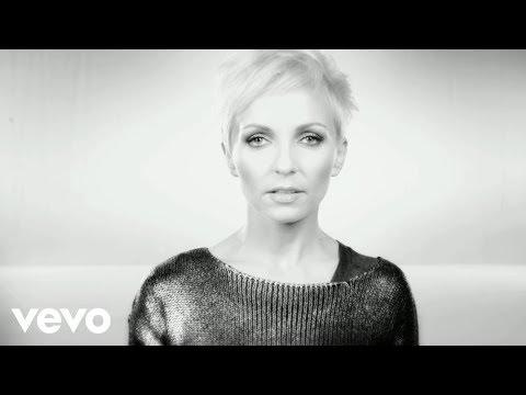 Tekst piosenki Anna Wyszkoni - Zapytaj mnie o to kochany po polsku