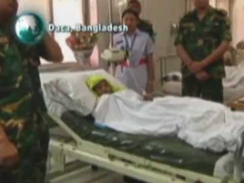 Mulher resgatada em Bangladesh recebe família em hospital