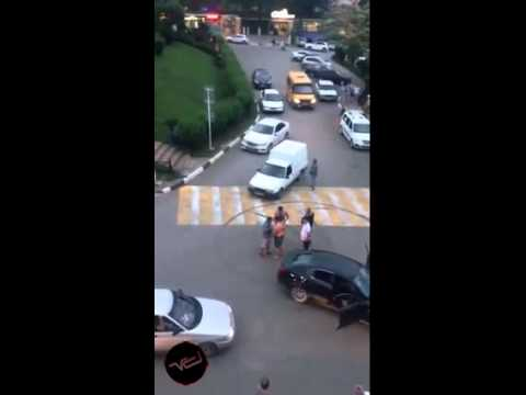 Payback on Russian driver holding up traffic by trying to drift in the middle of an intersection