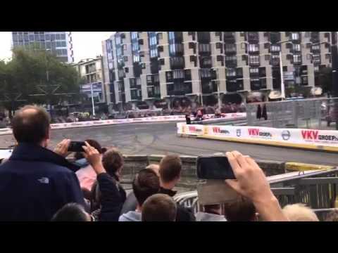 max - Max Verstappen Formula 1 Car Crash in Rotterdam 2014 Max Verstappen parkeert em tegen de vangrail.