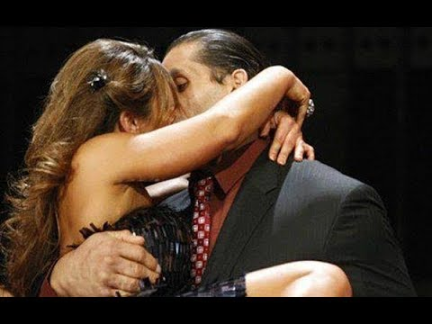 ||Great Khali kisses completion||New WWE kisses||