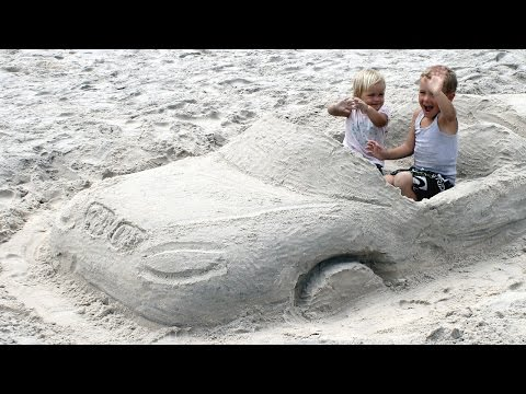 Видео детям. Строим машину из песка. Развлечения детям. (видео)