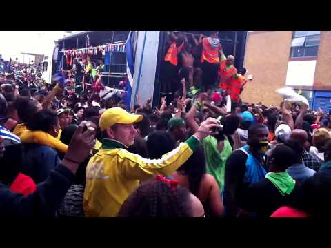 Palance - Palance by JW & Blaze at Notting Hill Carnival.... Rewiiiiiiiinnnnddd.....!! A few hundred peeps doing The Palance Dance.......Enjoy and Jump Up !!! :-)
