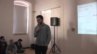 Foto z akcie Barcamp Bořit a ničit prednáša Honza Pospíšil.