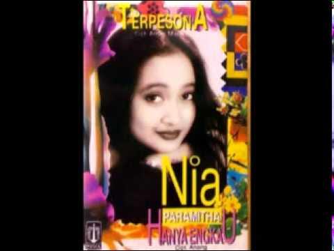 Download Lagu NIA PARAMITHA - HANYA ENGKAU Music Video