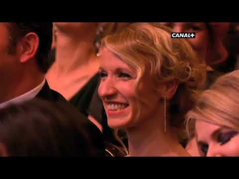 Laurent Lafitte remet le César du meilleur acteur dans une actrice étrangère !   vidéo Dailymotio