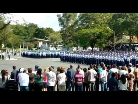 Desfile em continência à bandeira - EEAR 2008