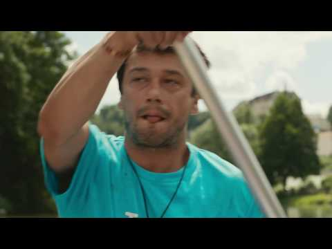 Krvežíznivý útok komárů na Hynka Čermáka ve video ukázce z komedie Špunti na vodě