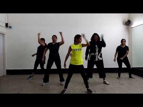 Queen: London Thumakda - perform by Special Ladies Batch choreograph by Ashish Mane