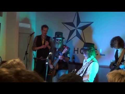 Catfish Voodoo with Stringybark McDowell / Julian James at Echuca Winter Blues 2013