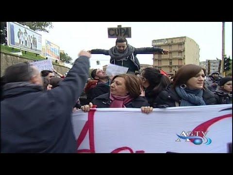 Studenti in corteo contro la chiusura del cupa