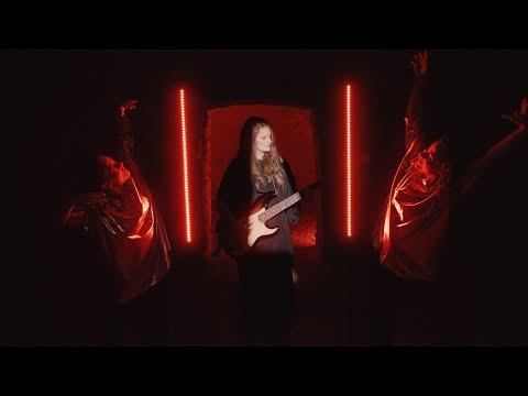 Vladivojna La Chia - Tam v hluboké tmě tepe a září (official video)