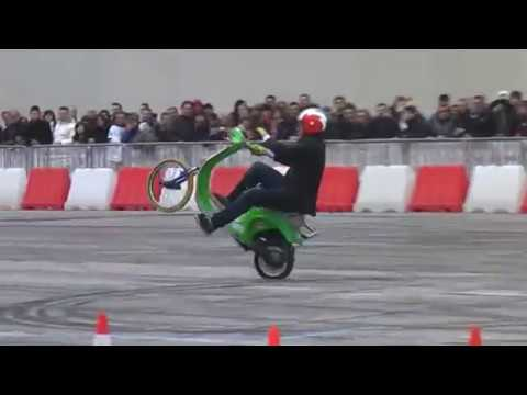 vespa freestyle (acrobazie incredibili)