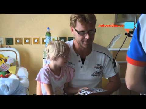 Motocyklová esa Masarykova okruhů v dětské nemocnici rozdávají úsměv  !