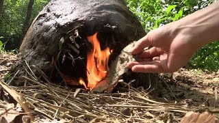 In this video I am building a primitive earth oven out of loam and grass. As frame I used willow shots which are flexible and won't...