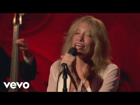 Carly Simon - Moonlight Serenade (Live On The Queen Mary 2)