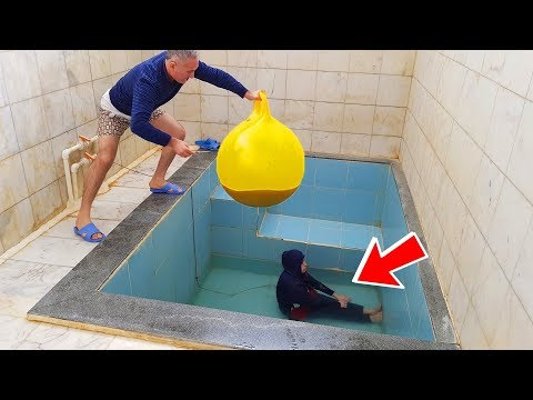 İn The Pool BALLOON in COCA Cola  PRANK!  ONLY BALLOON COCA COLA hair KEREM'İN JOKE 1