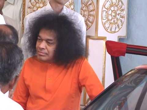 Video Thursday Sai Darshan 03: Sri Sathya Sai Baba Darshan at Prasanthi Nilayam download in MP3, 3GP, MP4, WEBM, AVI, FLV January 2017