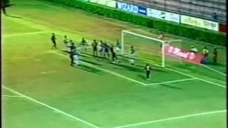 Com gols de Leandro Domingues, Alecsandro, Claudiomiro e Zé Roberto o Vitória ganhou de goleada no Barradão pelo estadual de 2005.