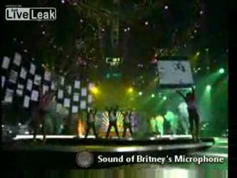 Sonido real micrófono de  Britney Spears durante playback