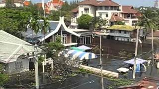 Bangkok Floods 2011 - Walk With Me Through Pakkred (27/10/2011) - Part 7