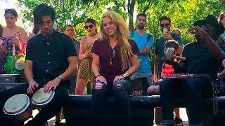 """Shakira se presentó el Washingtong Square Park en New York sorpresivamente cantando """"Chantaje"""" por primera vez en acústico, enloqueciendo a sus fans quienes descubriendo la sorpresa gracias a la búsqueda de los tesoros de su nuevo álbum """"El Dorado"""" que se estrena el 26 de mayo! Además se rumorea que Shakira sorprenderá cantando en los Billboards Music Awards 2017 este domingo 21!Qué les pareció la sorpresa?COMPLETE VIDEO / Aaron Purkey: Shakira Performs """"Chantaje"""" Live (Acoustic) in Washington Square Park, New York City, May 17, 2017: https://youtu.be/G_3yAh5TZzkShakira estrena el vídeo de 'Me Enamoré'https://youtu.be/XjWLJqqtccwAdele se disfrazó de anciana: https://youtu.be/hOYCugzF7PESuscribete http://bit.ly/WanestEntFacebook http://facebook.com/WanestYTTwitter http://twitter.com/WanestYTInstagram http://instagram.com/WanestYTShakira cantando Chantaje en parque de NY, 2017"""