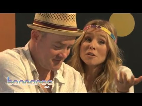 Kristen Bell & David Koechner Sing a Song About Friendship | Bonnaroo365
