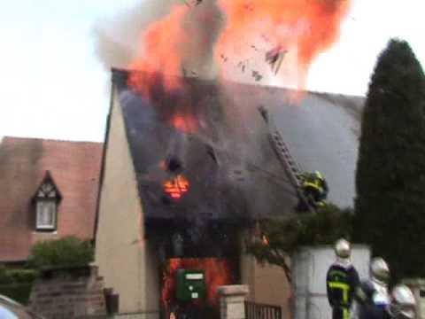 explosin d'une bouteille de Gaz prés d'un pompiers d'Elbeuf
