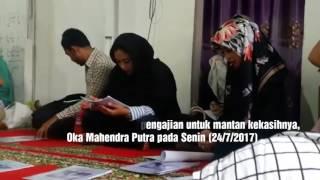 Selebgram Awkarin mengadakan pengajian untuk memperingati tujuh hari meninggalnya sang kekasih, Oka Mahendra Putra di Panti Asuhan Al Hadist, Kelapa Dua, Kebon Jeruk, Jakarta Barat, Senin (24/7/2017).(Dian Reinis Kumampung)