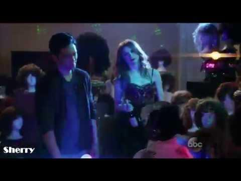 Eliza y Henry bailan K-Pop-Selfie(1x04)Sub Español