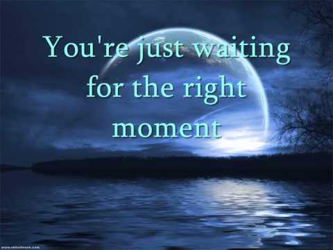 Tekst piosenki Gerry Rafferty - The Right Moment po polsku