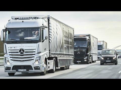 Daimler испытал беспилотные грузовики на дороге.