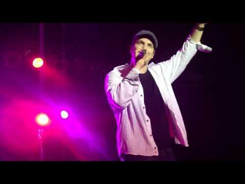 Gavin DeGraw introduces his band & Tony Tino dances