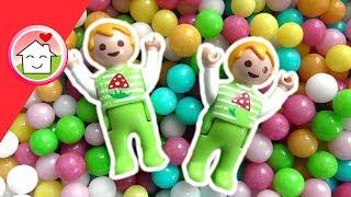 PLAYMOBIL Familie Overbeck: Paul und Alex toben im Bällebad während Mama und Papa im Möbelhaus shoppen.Viel Spaß! Eure Playmobil Familie Hauser.