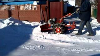 Уборка снега мотоблоком Мотор Сич и лопата отвал снегоуборщик своими руками №3