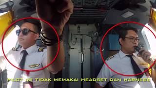 Video PILOTNYA GAPAKE SEATBELT DAN HEADSET !!!! Cocpit View Landing Bandung MP3, 3GP, MP4, WEBM, AVI, FLV Januari 2019